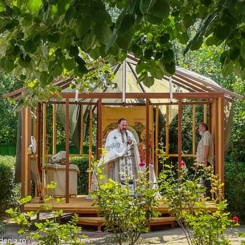 prima slujba in altarul de vara